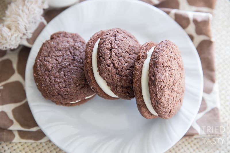 Homemade Oreos // These rich & fudgy cookies are just what tou need for that after-dinner-pick-me-up! Make with a cake mix, you can have these delicious cookies in no time!   Tried and Tasty