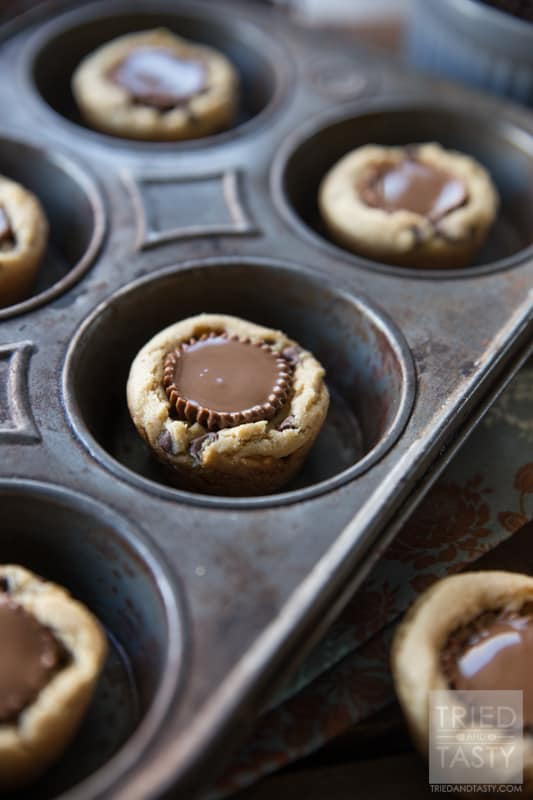 Reeses Peanut Butter Cookies // What's better than just a plain ole cookie cup? One that has a Reese's Peanut Butter Cup in the center! These treats will be gobbled up before you know it. They are delicious! | Tried and Tasty