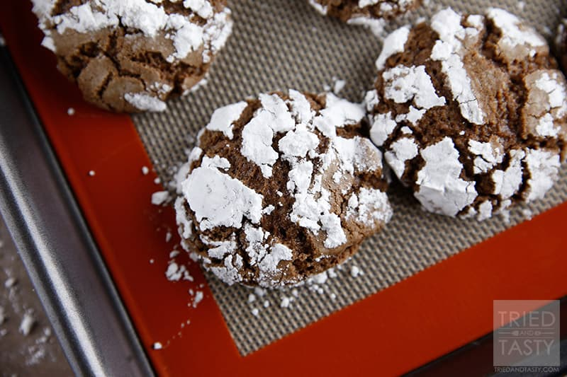 Chocolate Crinkle Cookies // These little bits of chocolate are like little bits of heaven in your mouth! | Tried and Tasty