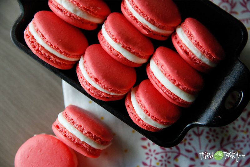 Holiday French Macaroons with Peppermint Buttercream Frosting // TriedandTasty