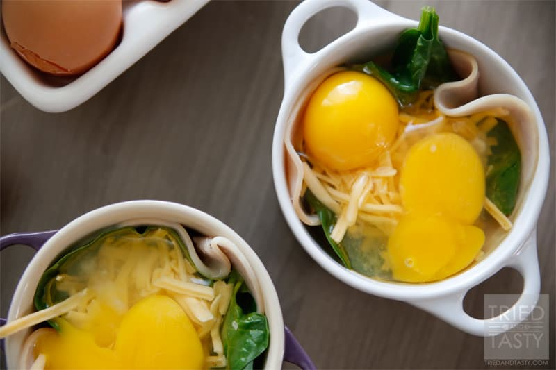 Quick & Easy Baked Egg Breakfast // Throw this well balanced healthy breakfast together in no time and start your day in the most flavorful and delicious way! | Tried and Tasty