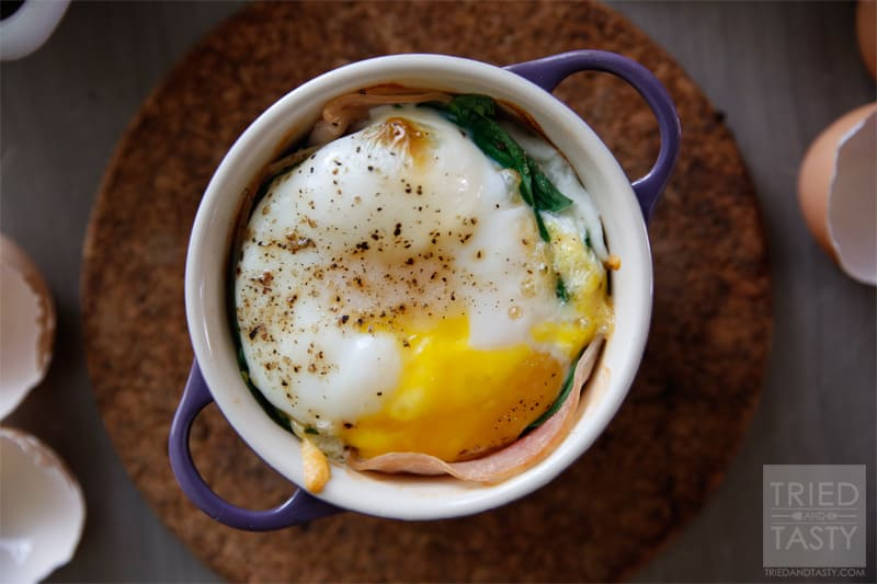 Quick & Easy Baked Egg Breakfast // Throw this well balanced healthy breakfast together in no time and start your day in the most flavorful and delicious way!   Tried and Tasty