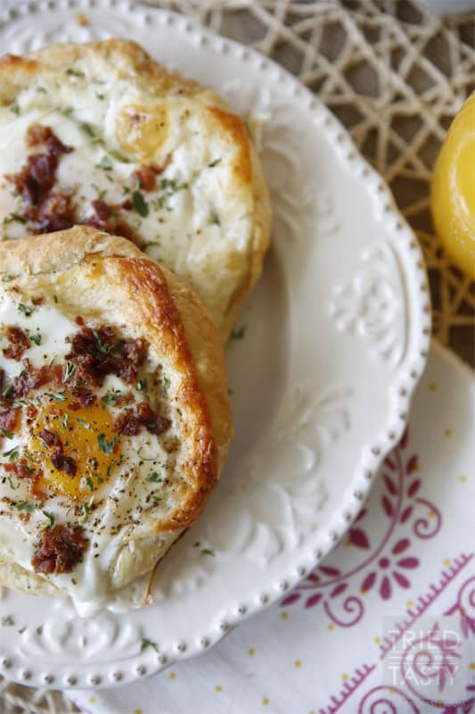 Quick & Easy Bacon, Egg & Cheese Tart // A deliciously rich breakfast that is ready in less than 30 minutes. Perfect for Sunday mornings or special occasions.   Tried and Tasty