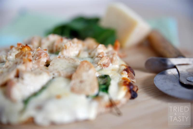 Chicken & Spinach Pita Pizza // I love Personal Pita Pizzas. They are my go-to when I'm in a hurry and also great when I'm having a hard time figuring out what to eat. | Tried and Tasty