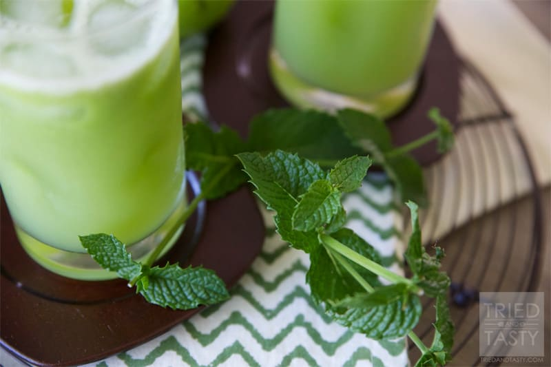 The Green Apple Energizer //  A refreshing and energizing juice perfect any time you need a little pick-me-up! | Tried and Tasty