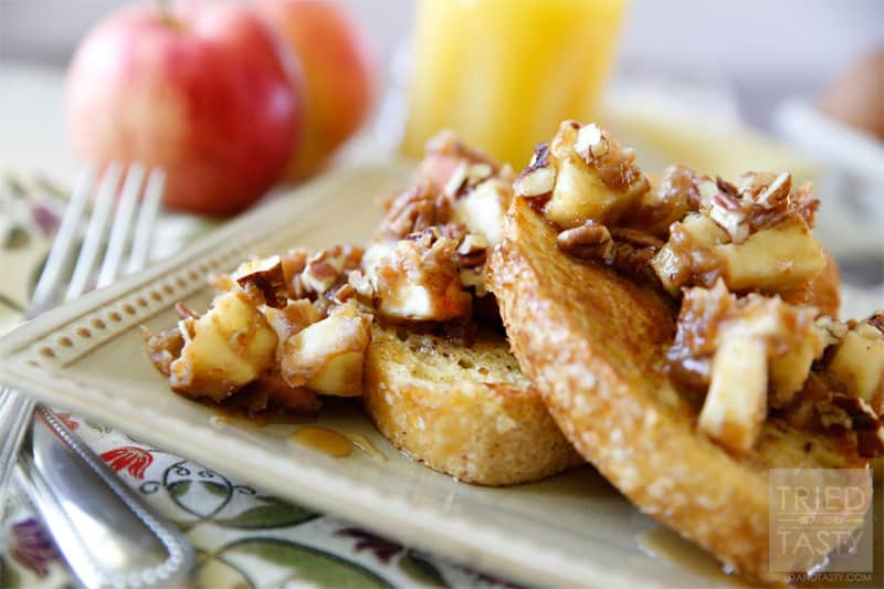 Caramel Apple French Toast // Sometimes it's nice to have a fancy breakfast. The bonus is when your fancy breakfast can be delicious AND healthy. This Caramel Apple French Toast is a fun twist perfect for the cool fall months. A great Saturday morning breakfast or Sunday afternoon brunch idea! | Tried and Tasty