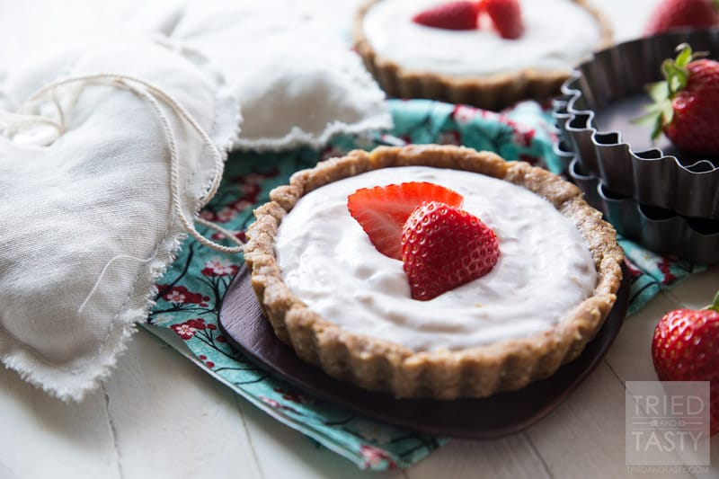 5-ingredient No Bake Strawberry Tart // What's better than a no bake dessert? One that's only five ingredients! This 5-Ingredient No Bake Strawberry Tart is both delicious and perfect for any special occasion! | Tried and Tasty