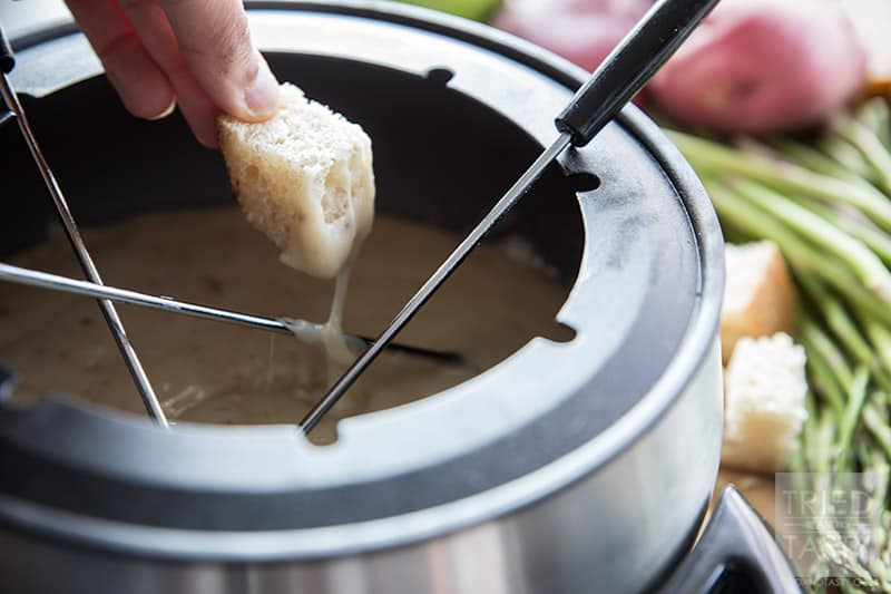 Copycat Melting Pot Traditional Swiss Fondue // Tried and Tasty