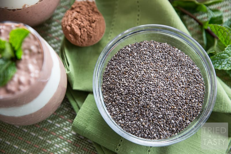Mint Chocolate Chia Seed Pudding // Chia seed pudding is all the rage and this mint chocolate version does not disappoint! For a super healthy treat you can even enjoy for breakfast - make this quick & simple snack in less than 15 minutes! |Tried and Tasty