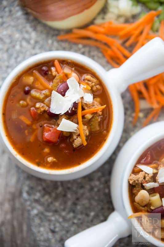 Copycat Olive Garden Pasta e Fagioli // If you've ever tried this soup at Olive Garden, chances are you'd love to be able to make it at home. Now you can with this delicious copycat recipe! This healthy soup is hearty, filling, and simple to throw together! | Tried and Tasty
