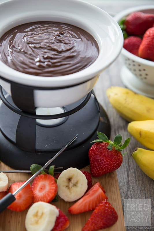 Three Ingredient Peanut Butter Fondue // Calling all peanut butter lovers! This fondue is perfectly creamy, perfectly chocolaty, and perfectly peanut buttery! Grab your favorite dippers and whip this delicious dessert up in a breeze!   Tried and Tasty