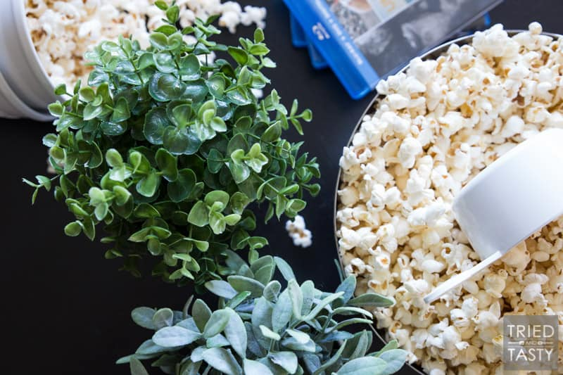 Coconut Oil Popcorn // Do you know how many chemicals there are in microwave popcorn? Too many to count. Make this healthy alternative using coconut oil! Great for your next movie night and ready in a matter of minutes. Head over for step-by-step photos of the whole process! | Tried and Tasty