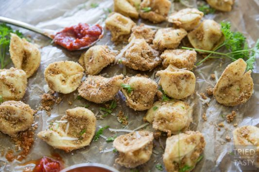 Baked Itallian Tortellini // These little morsels of deliciousness are perfect dunked in marinara. A great appetizer before your favorite Italian meal that everyone will fall in love with at first bite! | Tried and Tasty
