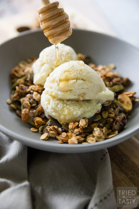 Gluten Free Apple Crisp // Its' nutty. It's crunchy. It's everything you're looking for in a crisp WITHOUT the guilt! This apple crisp is free of refined sugar and made with only healthy and wholesome ingredients. A great comfort food that you'll want during the cool evenings of fall and winter! | Tried and Tasty