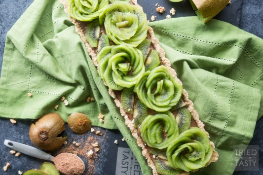 Chocolate Buttercream Kiwi Tart // Refined sugar free, this dessert is not only a showstopper - it's equally delicious. Made with a decadent buttercream (you'll never guess the secret ingredient) and topped with beautiful kiwi! | Tried and Tasty